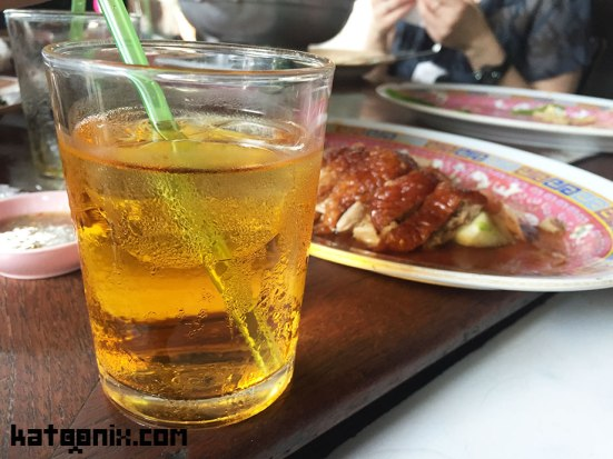 อาหารจีนก็ต้องทานกับน้ำชานะฮะ โดยเฉพาะอากาศร้อนๆ ช่วงพักเที่ยว